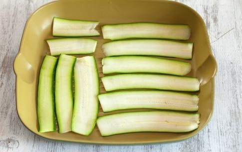 Preparazione Rotolini di zucchine grigliate con formaggio, pesto ed erbette - Fase 1