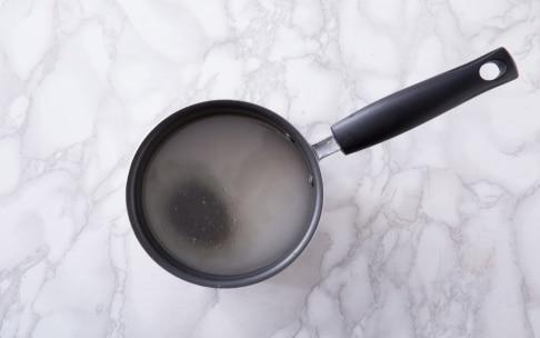 Preparazione Semifreddo panna e lamponi con glassa a specchio - Fase 3