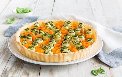 Preparazione Torta salata con roselline di zucchine e carote - Fase 5