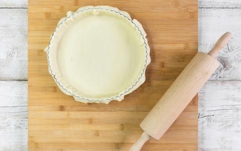 Preparazione Torta salata con roselline di zucchine e carote - Fase 2