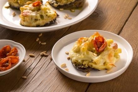 Tortini di pasta, provola e melanzane