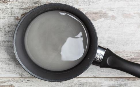 Preparazione Bicchierini al caffè con panna, cacao e nocciole - Fase 1