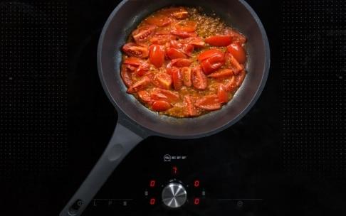 Preparazione Bucatini al forno con ragù di crostacei - Fase 2