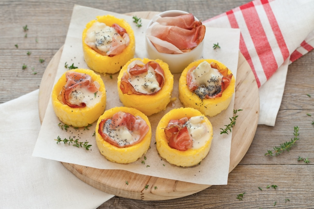 Cestini di polenta con gorgonzola e speck