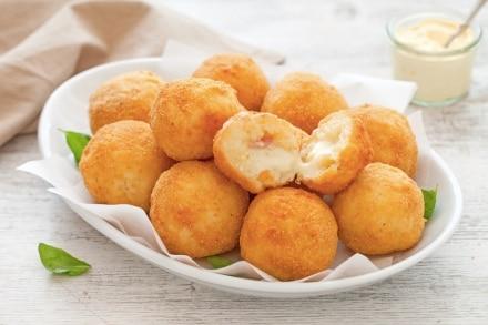 Crocchette filanti di riso con formaggio e pancetta affumicata