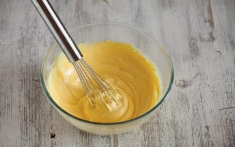 Preparazione Crostata con crema allo yogurt e uva  - Fase 4
