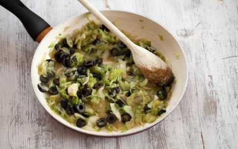 Preparazione Panzerotti con mozzarella, olive e scarola - Fase 1
