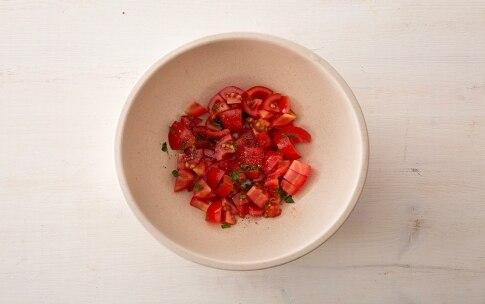Preparazione Pesce spada al miele millefiori, pomodorini e patatine novelle - Fase 2