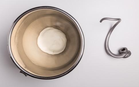 Preparazione Pizza senza glutine e lattosio - Fase 3
