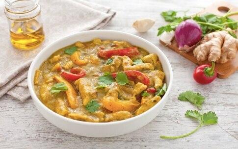 Preparazione Pollo al curry con peperoni e zenzero - Fase 5