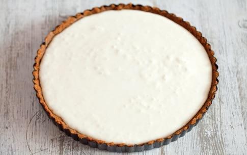 Preparazione Torta con panna cotta allo yogurt, pesche sciroppate e frutti rossi  - Fase 3