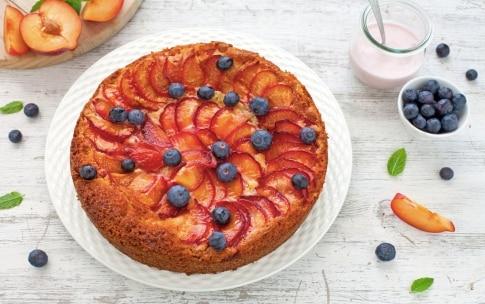 Preparazione Torta sette vasetti allo yogurt con prugne rosse  - Fase 4