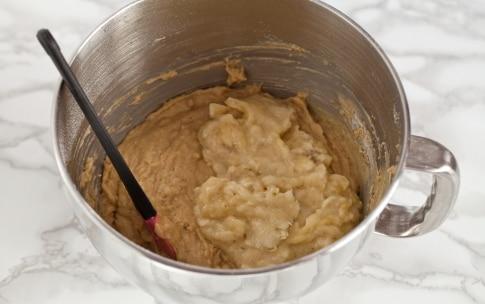 Preparazione Banana bread al caffè, anacardi e gocce di cioccolato  - Fase 3