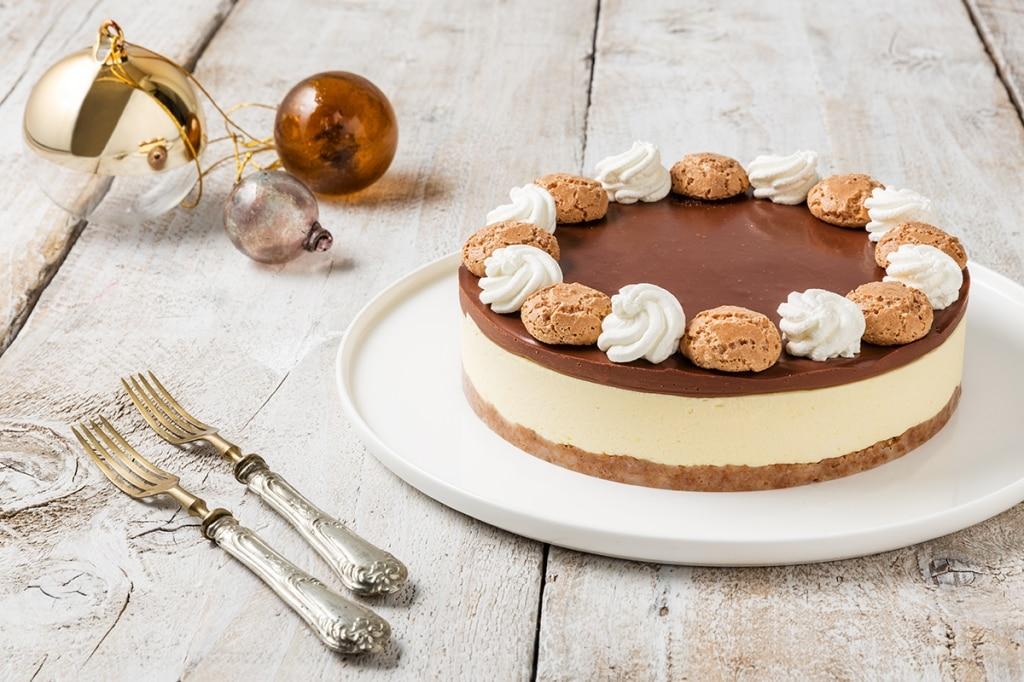Cheesecake senza cottura con amaretti e cioccolato