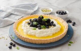 Crostata con crema al limone e panna montata