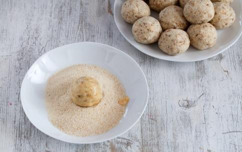 Preparazione Polpette di pane con mozzarella e pancetta  - Fase 3
