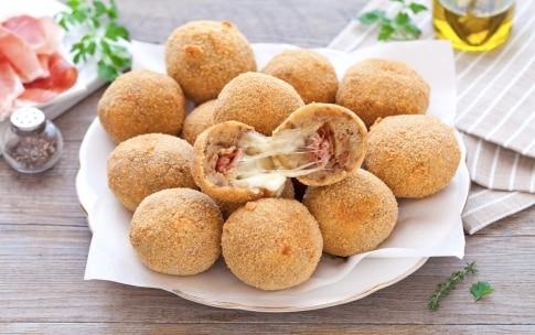 Preparazione Polpette di pane con mozzarella e pancetta  - Fase 4