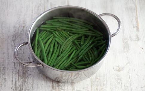 Preparazione Rotolo di frittata con fagiolini e culatello  - Fase 1