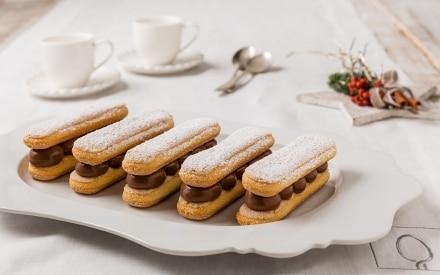 Sandwich di savoiardi con cioccolato e crema di banana caramellata