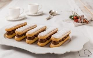 Sandwich di savoiardi con cioccolato e crema...