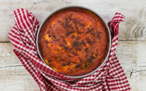 Preparazione Torta di patate con melanzane e formaggio - Fase 4