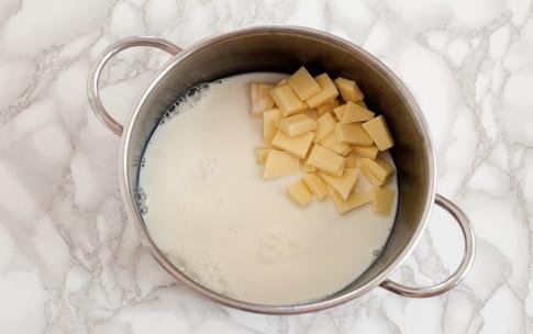 Preparazione Bavarese al cioccolato bianco con gelatina di Kir Royal  - Fase 2