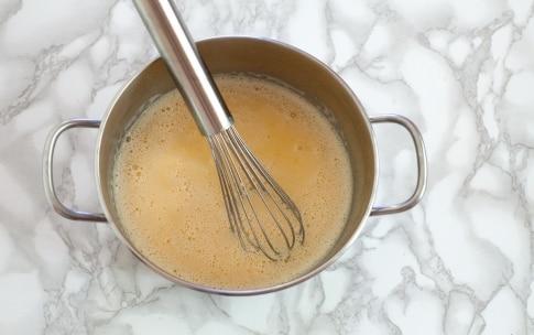 Preparazione Bavarese al cioccolato bianco con gelatina di Kir Royal  - Fase 3