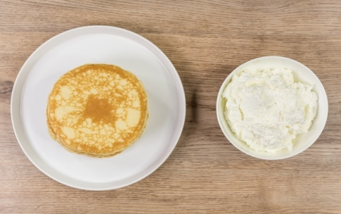 Preparazione Pancake con caramello salato, banane e noci - Fase 5