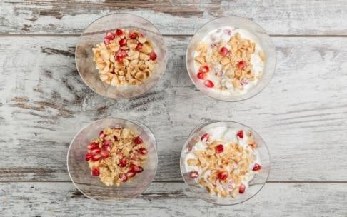 Preparazione Parfait al melograno con frutta secca - Fase 4