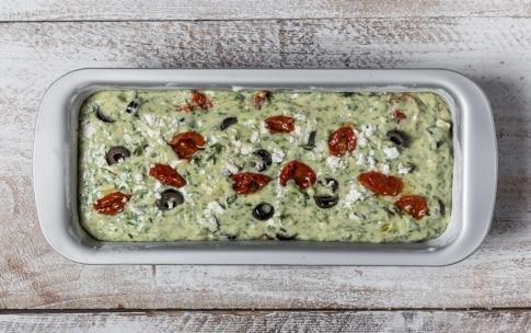 Preparazione Plumcake salato agli spinaci con feta e pomodori secchi - Fase 3