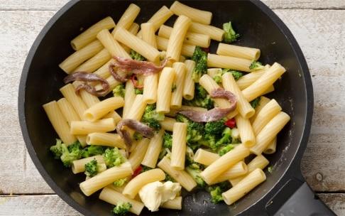 Preparazione Tortiglioni con broccoletti, acciughe e peperoncino - Fase 3