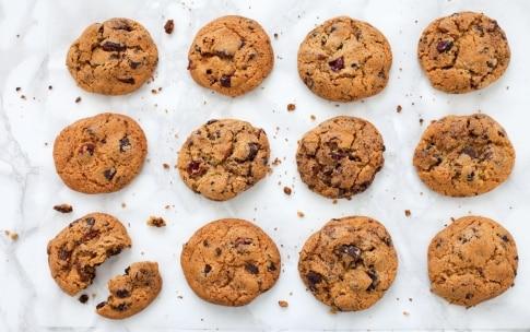 Preparazione Cookies con cioccolato di Modica e frutti rossi - Fase 3