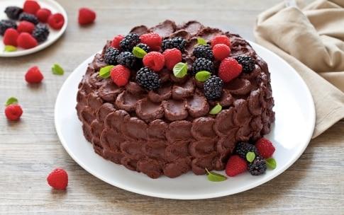 Preparazione Torta al cioccolato e frutti di bosco - Fase 6