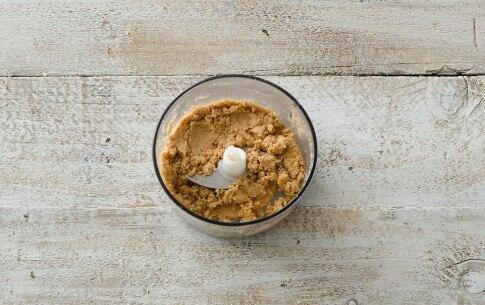 Preparazione Biscotti di pasta frolla con crema di nocciole e pistacchi - Fase 2