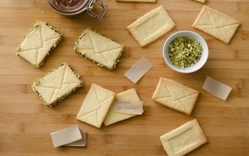 Preparazione Biscotti di pasta frolla con crema di nocciole e pistacchi - Fase 5