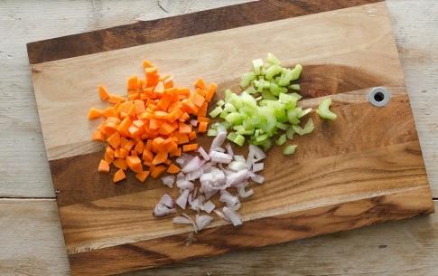 Preparazione Minestra di farro e patate - Fase 1