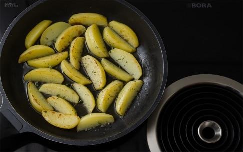 Preparazione Patate croccanti in padella - Fase 3