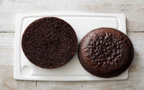 Preparazione Torta al cioccolato con crema al mascarpone e frutti di bosco  - Fase 4