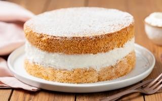 Torta soffice con crema al latte