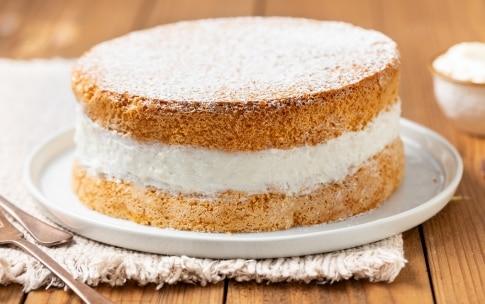 Preparazione Torta soffice con crema al latte - Fase 5