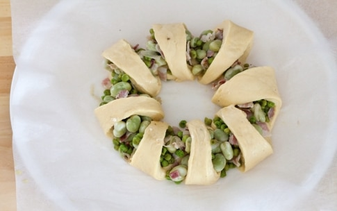 Preparazione Corona salata fave, piselli e pancetta - Fase 5