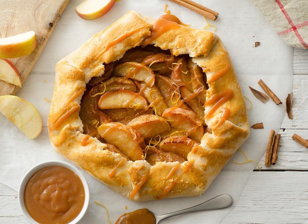 galette rustica con mele e salsa al caramello