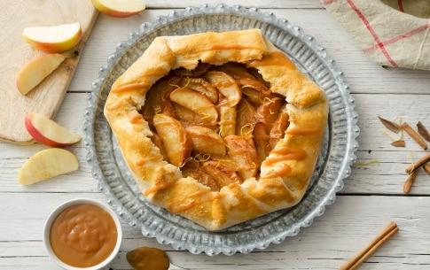 Preparazione Galette rustica con mele e salsa al caramello - Fase 6