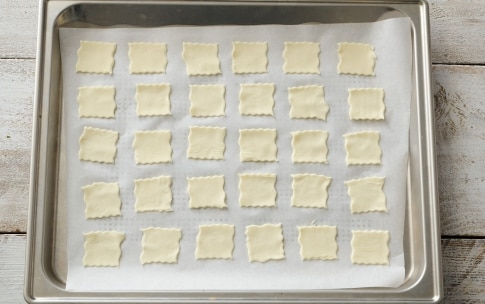Preparazione Stuzzichini di pasta sfoglia con mousse di prosciutto - Fase 1