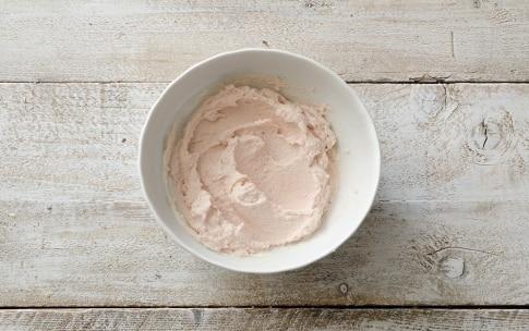 Preparazione Stuzzichini di pasta sfoglia con mousse di prosciutto - Fase 2