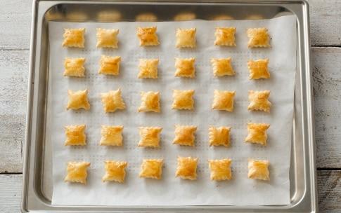 Preparazione Stuzzichini di pasta sfoglia con mousse di prosciutto - Fase 3