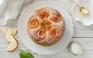Torta di mele con roselline