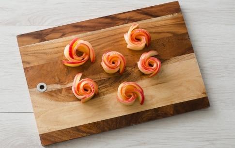 Preparazione Torta di mele con roselline - Fase 2