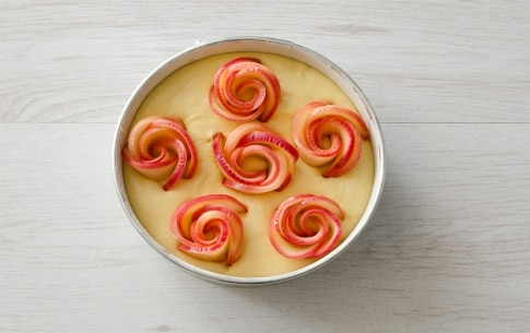 Preparazione Torta di mele con roselline - Fase 4