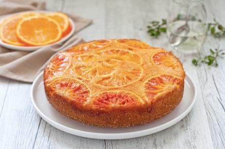 Torta rovesciata alle arance e fiori d'arancio